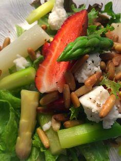 Ruokapankki: Parsa-mansikkasalaatti ja sitruuna-minttuvinegrette