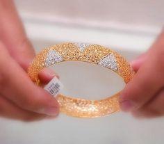 gold necklace designs in saudi arabia Gold Bangles Design, Gold Jewellery Design, Gold Jewelry, Jewelery, Jewelry Sets, Gold Bangle Bracelet, Diamond Bangle, Gold Necklace, Jewelry Patterns