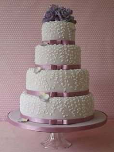 Beautiful wisteria cake from Maki Searle. I would like it better without the random petals and bow-less.