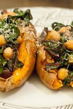 Sweet potatoes aren't just delicious and chock-full of nutrients, they're also easy to make. This colorful vegetable can be made in a variety of ways. Try this simple dinner with rainbow Swiss chard and chickpeas piled on top of a baked sweet potato. Clean Recipes, Clean Meals, Cooking Recipes, Chickpea Recipes, Vegetarian Recipes, Paleo Dinner, Chickpeas, Sweet Potato, Clean Eating