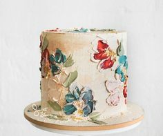 For those with a sweet tooth, selecting the perfect wedding cake for one's wedding can prove to be one of the favorite aspects of the wedding planning process. Cake Icing, Buttercream Cake, Eat Cake, Cupcake Cakes, Owl Cupcakes, Bolo Floral, Floral Cake, Floral Flowers, Pretty Cakes
