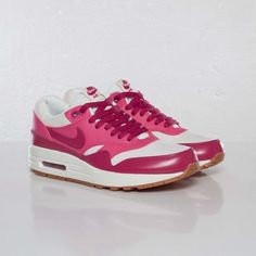 Nike Wmns Air Max 1 VNTG...who cares if this is 4 woman?Nice colors
