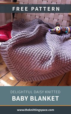 Delightful Daisy Knitted Baby Blanket [FREE Knitting Pattern] - Looking for an impressive knitted baby shower gift? Try your hands on this precious knitted texture - Baby Boy Knitting Patterns Free, Winter Knitting Patterns, Knitting For Beginners, Easy Knitting, Start Knitting, Knitting Ideas, Knitting Projects, Knitted Baby Blankets, Easy Knit Baby Blanket