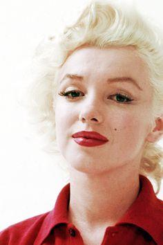 vintagegal:  Marilyn Monroe photographed by Milton Greene, 1955