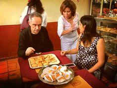 Ferrán Adriá y la Primera Dama en la Panadería Las Palacio.