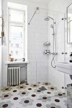 Scandinavian bathroom design with hexagonal floor tiles - Best Home Decorating Ideas - Easy Interior Design and Decor Tips Scandinavian Apartment, Scandinavian Bathroom, Scandinavian Interior Design, Scandinavian Style, Beautiful Bathrooms, Modern Bathroom, Small Bathroom, White Bathroom, Minimalist Bathroom