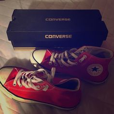 Converse size 7.5 in MEN , size 9.5 in WOMEN Good condition Converse Shoes Sneakers
