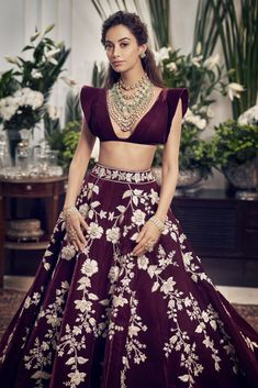 Indian Fashion Dresses, Indian Bridal Outfits, Indian Bridal Lehenga, Indian Gowns Dresses, Indian Bridal Fashion, Indian Bridal Wear, Indian Designer Outfits, Designer Clothing, Designer Dresses
