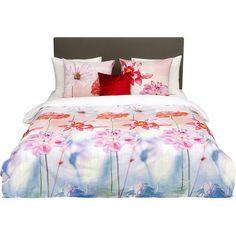 Gönnen Sie Ihrem Schlafzimmer mit diesem Bettwäsche-Set aus Baumwolle ein gemütliches Update. Die Blütenmotive in poppigen Farben sorgen für sommerliche...