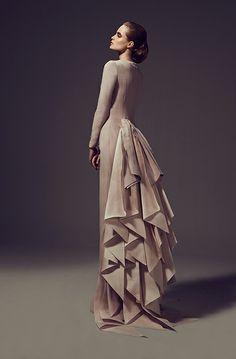 Imagine this.... Elegant Peacock. ..................... Находка недели: платья #AshiStudio | Bazaar.ru