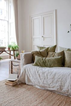 slow natural home decor in neutral colours Interior Design Living Room, Living Room Decor, Living Spaces, Design Interiors, Sofa Covers, Cushion Covers, Natural Home Decor, Natural Interior, Simple House