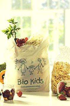 #juliosinplastico #plasticfreejuly:  ¿Cómo substituir las bolsas plásticas tradicionales?.Con bolsas #reutilizables de género idealmente o con bolsas #compostables, de origen natural, reutilizables y además ideales para quienes quieren empezar o ya han empezado a #compostar sus #residuosorgánicos Ideas Para, Chile, Reusable Tote Bags, Natural, Kids, Zero Waste, Circular Economy, Reusable Bags, Plastic Bags