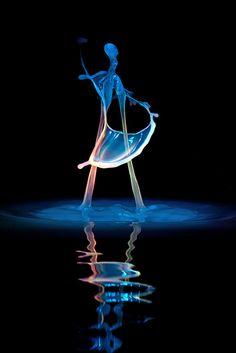 Liquid Sculptures: Dazzling Photographs of Falling Water