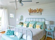 Camera con i colori del mare e bianco