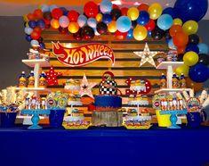 La imagen puede contener: interior Third Birthday Boys, Hot Wheels Birthday, Baby Boy 1st Birthday Party, Hot Wheels Party, Rainbow Birthday Party, 6th Birthday Parties, 4th Birthday, Bolo Hot Wheels, Baby Showers