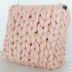 chunky merino grof gebreid plaid deken poederroze kussen wol zomerplaid poederroze plaid