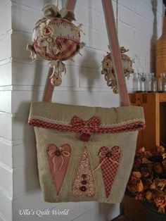 Ulla's Quilt World: Heart applique - quilt bag