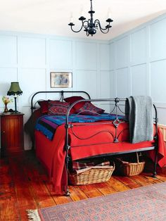 British Ralph Lauren type look, vintage iron bed circa 1845. #ironbeds #antiqueironbeds
