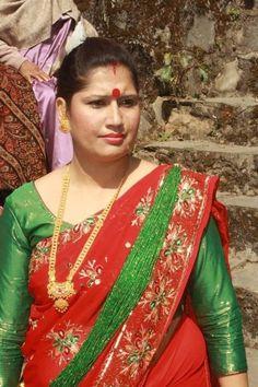 Indian Natural Beauty, Indian Beauty Saree, Vidya Balan Hot, Aunty In Saree, Beautiful Women Over 40, Saree Photoshoot, South Indian Bride, Bindi, India Beauty