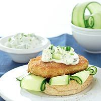 Recept - Visburger met komkommer-yoghurtsaus - Allerhande