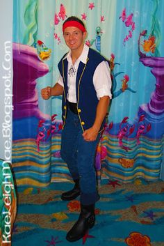 Jake and the Neverland Pirates costume ~ out of a sweatshirt! Pirate Halloween, Halloween 2013, Pirate Party, Halloween Ideas, Purim Costumes, Disney Costumes, Costume Ideas, Halloween Costumes, Disney Races