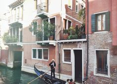 A WEEKEND IN VENICE // The turquoise waters and pink-hued homes of Venice, Italy.