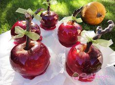 cukros alma Minion, Cherry, Autumn, Seasons, Fruit, Halloween, Food, Fall Season, Seasons Of The Year