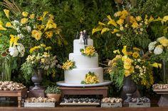 Decoracao-Flavia Fonseca-de-Moraes-foto-Julia-Ribeiro-23 Yellow Theme, Beautiful Table Settings, Wedding Decorations, Table Decorations, Garden Table, Autumn Garden, Italy Wedding, Rose Wedding, Wedding Styles