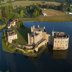 Leeds Castle in Kent is one of my favorite castles ever!!!