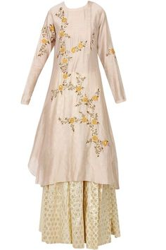 Shop at Carmaonlineshop Joy Mitra's New Collection Blush pink embroidered kurta with flared brocade skirt Pakistani Fashion Party Wear, Pakistani Dresses, Indian Dresses, Indian Outfits, Kurti Embroidery Design, Zardosi Embroidery, Embroidery Dress, Floral Embroidery, Beaded Embroidery