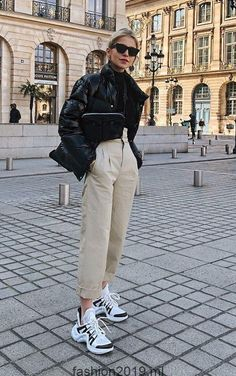 What s with All these Ugly Shoe Trends dad sneakers outfits ugly shoe trends khaki trousers puffer jacket fanny pack crossbody bag paris street style Looks Street Style, Street Style Women, Street Styles, Mode Outfits, Casual Outfits, Look Fashion, Womens Fashion, 20s Fashion, Fashion Styles