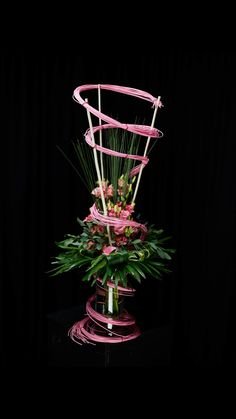 Creative Flower Arrangements, Modern Floral Arrangements, Deco Floral, Floral Design, Ikebana Sogetsu, Wedding Set Up, Flower Backdrop, Abstract Flowers, Flower Decorations
