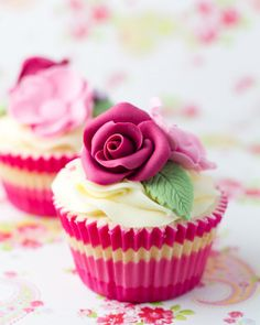 Hi, today I want to share with you this easy classic cupcake recipe, you can make them in less than 20 minutes, the good thing about this recipe is that is so b | See more about fondant flower tutorial, rose cupcake and fondant flowers.