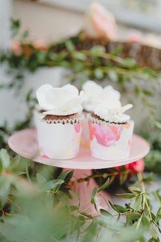 Panna Cotta, Wedding Cakes, Ethnic Recipes, Food, Wedding Gown Cakes, Dulce De Leche, Wedding Cake, Meals, Cake Wedding