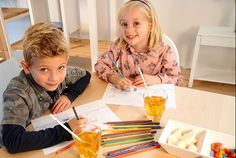 Winkeltje spelen op je kinderfeestje? Kleur eerst allemaal een verpakking, vouw het tot doosjes, download de gratis extra's en het spelen kan beginnen.   de Ontwerpwinkel van © Papiergoed