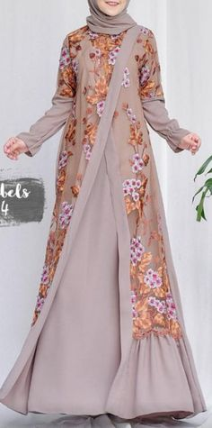 Kleider Kleid Gardening catalogues also have all of the equipment you could possibly need for any ty Islamic Fashion, Muslim Fashion, Modest Fashion, Fashion Dresses, Hijab Gown, Hijab Style Dress, Mode Abaya, Mode Hijab, Batik Fashion