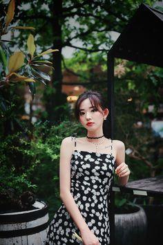 Pretty Korean Girls, Beautiful Asian Girls, Beautiful Women, Daisy Dress, How To Look Classy, Fashion Outfits, Womens Fashion, Asian Beauty, Cute Girls
