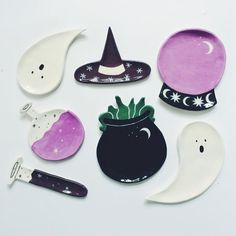 Ceramics by Lisa Junius I can't keep my eyes away from these adorable, charming ceramic plates by Luxembourg-based artist Lisa Junius. Polymer Clay Crafts, Diy Clay, Polymer Clay Jewelry, Clay Earrings, Polymer Clay Halloween, Ceramic Clay, Ceramic Plates, Ceramic Pottery, Pottery Art