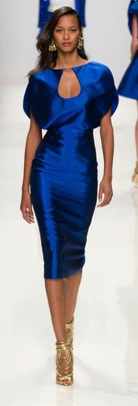 Valentin Yudashkin's spring / summer 2014 runway show was unveiled on one of the many catwalks of Paris fashion week. Blue Fashion, Runway Fashion, Womens Fashion, Paris Fashion, Europe Fashion, Fashion 2014, Fashion Weeks, Beautiful Gowns, Beautiful Outfits