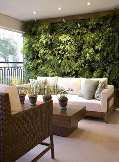 40 Beautiful Living Green Walls You Can Copy Feed your design ideas with these beautful green wall designs. 40 living green wall ideas you can copy now. Outdoor Spaces, Outdoor Living, Outdoor Decor, Indoor Outdoor, Style At Home, Balkon Design, Terrasse Design, Patio Design, Apartment Balconies