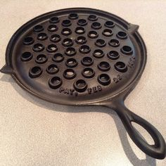 Broilers and Gridirons Cast Iron Care, Cast Iron Pot, Cast Iron Skillet, Cast Iron Cooking, Cast Iron Cookware, It Cast, Wagner Cast Iron, Griswold Cast Iron, Iron Storage