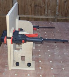 You will eventually require more than one saw in your woodworking store. Table saws and miter saws are frequently the first purchases made by starting woodworkers. Woodworking Store, Woodworking Workshop, Woodworking Videos, Woodworking Bench, Custom Woodworking, Woodworking Projects Plans, Garage, Diy Workbench, Wood Tools