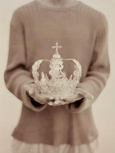 ♥ pretty white metal crown