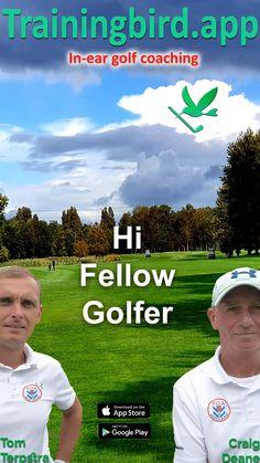 De golfcoach laat zijn club afzuigen op de green