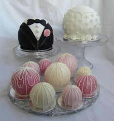 Temari Cakes take their inspiration from Japanese Temari Balls which are beautiful hand crafted silk balls. Originally made by mothers for their daughters to play with Pretty Cakes, Beautiful Cakes, Amazing Cakes, Fancy Cakes, Mini Cakes, Cupcake Cakes, Wedding Sweets, Wedding Cakes, Cake Pops