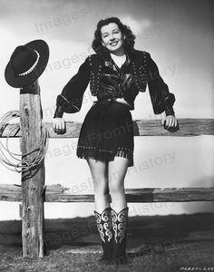 Cowboy Photos - Gail Russell, 1947 by Everett Vintage Western Wear, Vintage Cowgirl, Cowgirl Chic, Cowboy And Cowgirl, Cowgirl Style, Cowgirl Fashion, Vintage Beauty, Vintage Fashion, Cowgirl Costume
