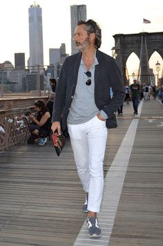 Sprezzatura-Eleganza — refinedcoast: Marco Zambaldo with that casual. Mature Mens Fashion, Old Man Fashion, Style Casual, Casual Outfits, Men Casual, Style Masculin, Mode Chic, Blazer Fashion, Gentleman Style