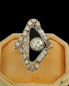 Stunning Art Deco diamond buckle ring