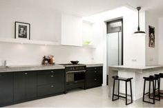 Most Popular Kitchen Design Ideas for 2019 Kitchen Dinning, Kitchen And Bath, New Kitchen, Black Kitchens, Cool Kitchens, Studio Kitchen, Kitchen Stories, Kitchen Photos, Beautiful Kitchens