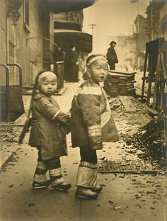 [1910+Genthe,+Arnold+-+China+Town,+Children,+San+Francisco,+CA+(blog).jpg]